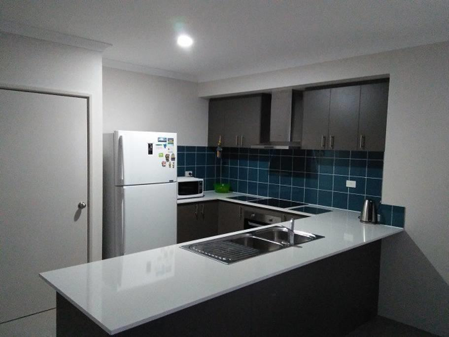 Near Train Station - Accommodation Perth